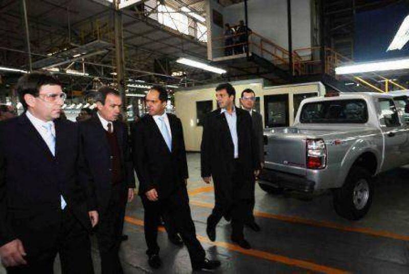 El intendente Sergio Massa visitó la Planta de Ford junto al Gobernador Scioli.