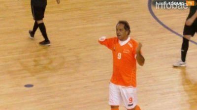 Scioli hizo su gol 100, celebró como Riquelme y recibió un mensaje del DT de la Selección