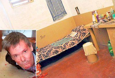 Farré está deprimido en una vieja celda de seis metros cuadrados
