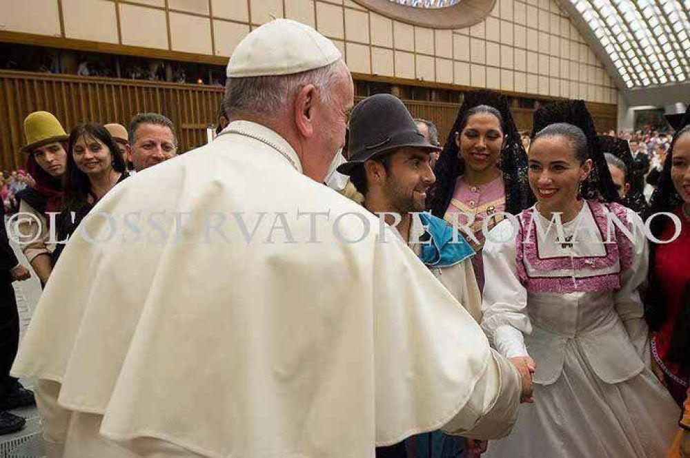 Catamarqueña recibió la bendición del Papa como integrante del Gran Ballet Argentino
