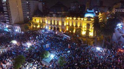 Tucumán: miles de personas marcharon con opositores por las denuncias de fraude