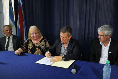 Se firmó el acta de la fundación del Centro de Medicina Nuclear