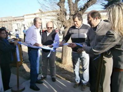 El gobierno inaugur� obras en Quetrequ�n