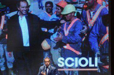 En La Plata, Scioli bancó a Aníbal y a Bruera