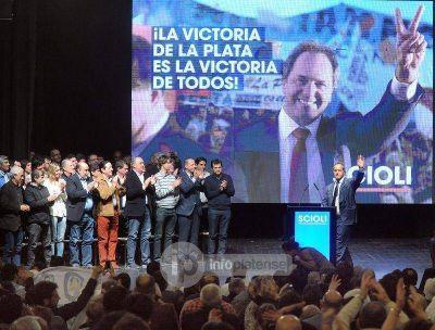 """Scioli firmó un compromiso de obras para La Plata y convocó a """"votar a favor de la Ciudad"""""""
