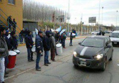 Trabajadores municipales protestan en los puentes