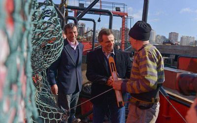 Pulti visitó el primer barco Centollero de Mar del Plata