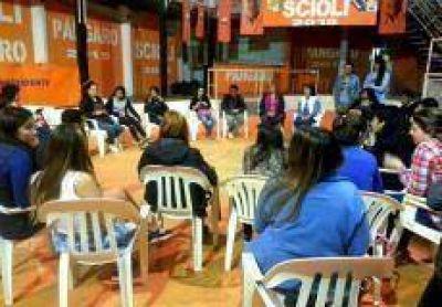 Junto a jóvenes militantes, Pángaro diagrama su plataforma de gobierno