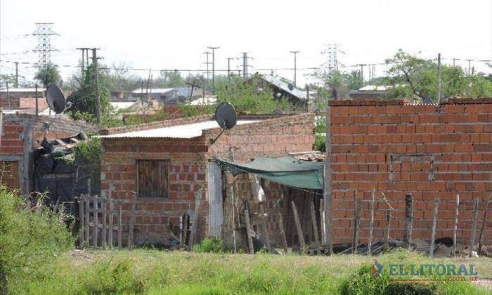 Okupas del Pirayuí: avanza el pavimento y hay casas con mampostería de ladrillos