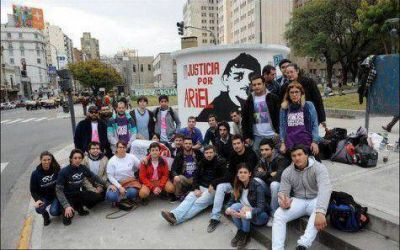 La militancia juvenil porte�a reclam� Justicia