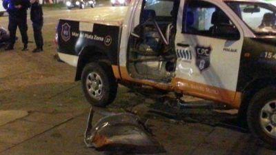 Un policía sin registro chocó con un motociclista: está grave