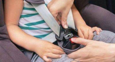 Habrá multas a conductores que lleven a niños sin butaca en el auto