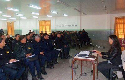 Efectivos policiales fueron capacitados sobre registro y comunicación digital de casos denunciados.