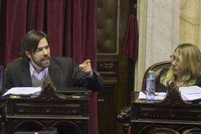 Del Caño relanzó su campaña con críticas a Scioli, Macri y Massa