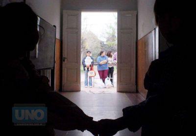 Padres de escuelas públicas se reunieron con dirigentes de Agmer Paraná