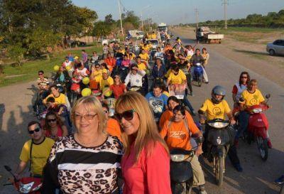 Aída y Azula recorrieron Barranqueras en multitudinaria caravana