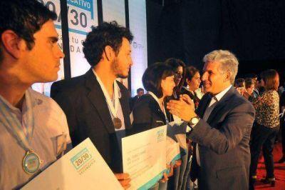 300 alumnos del Plan 20/30 recibieron su título secundario