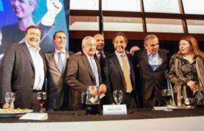 Scioli prometió mantener la renta a gobernadores petroleros