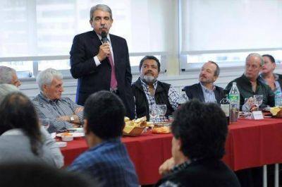 Aníbal Fernández recibió el apoyo a su candidatura de gremios de las cinco centrales obreras