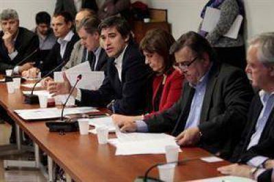 Unida, la oposición reclamó transparencia para octubre