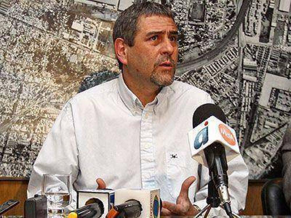Ferraresi convocó a la oposición al diálogo