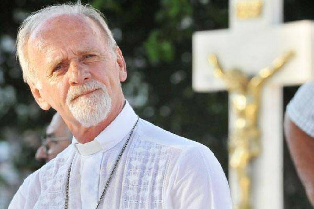 """Como """"hijo de un refugiado"""", Mons. Bokalic pide recibir a los desplazados"""