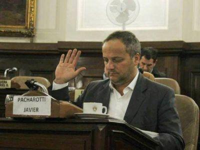 """Concejo Deliberante: Volvió el """"faltador serial"""" Pacharotti y se sentó cerca del bloque bruerista"""
