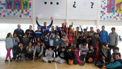 """Un """"clásico"""" del básquet en el barrio Libertad"""