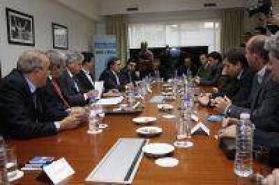 De Vido firm� convenio de Gasoducto de la Costa con intendentes