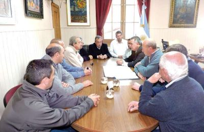 Lunghi con el titular del SPAR para construir Planta Tratamiento Cloacal en Vela
