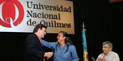 El intendente Guti�rrez se mostr� con Milagro Sala en la Universidad de Quilmes