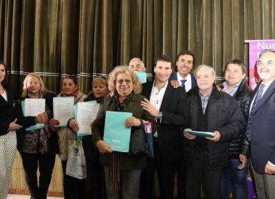 La Porta entregó 440 jubilaciones en San Miguel y llamó a cuidar los logros conseguidos