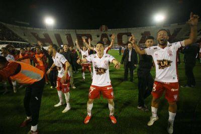 Huracán le ganó el clásico a San Lorenzo, que terminó con nueve y puede perder la punta del campeonato