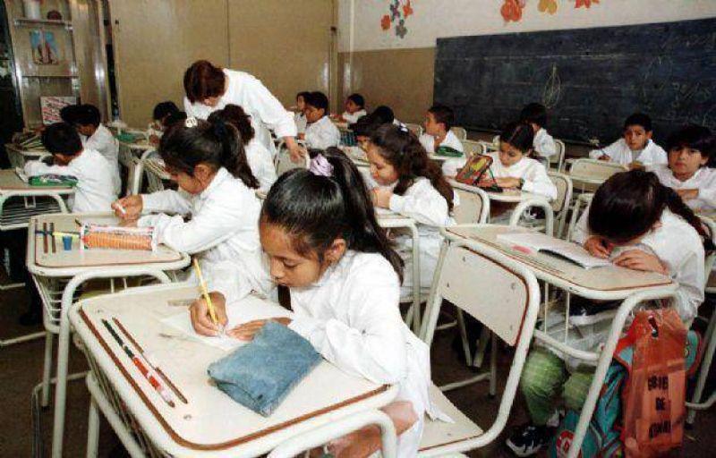 Con los chicos en las aulas, día clave para las negociaciones entre Gobierno y gremios