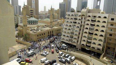 Kuwait conden� a muerte a siete personas por el ataque terrorista contra una mezquita