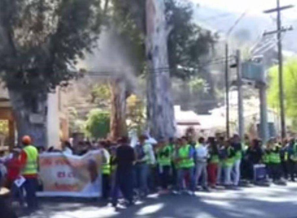 #MilagroParaElMundo / Cobarde ataque a peregrinos: les tiraron agua desde un edificio