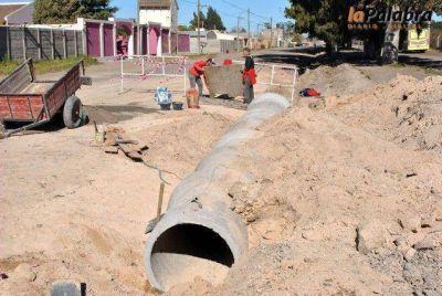 Avanza la obra de conectividad urbana y desagües pluviales sobre la calle Celedonio Miguel