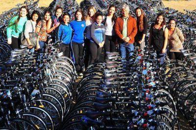 3599 estudiantes universitarios recibieron sus bicicletas