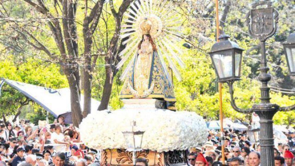 Cerca de 850 mil fieles participaron en la procesión del Señor y la Virgen del Milagro