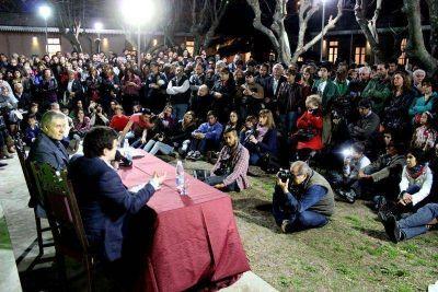 Víctor Hugo Morales en Libros en Olavarría, pasión de multitudes