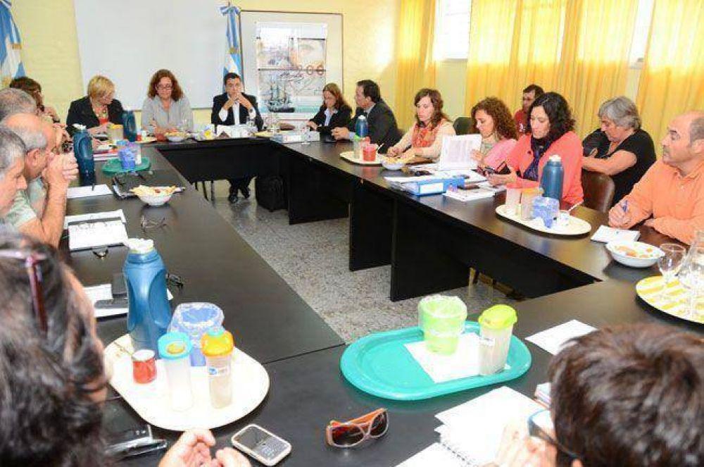 25 de Mayo: Utelpa pide reincorporación y la reparación para docentes apartados