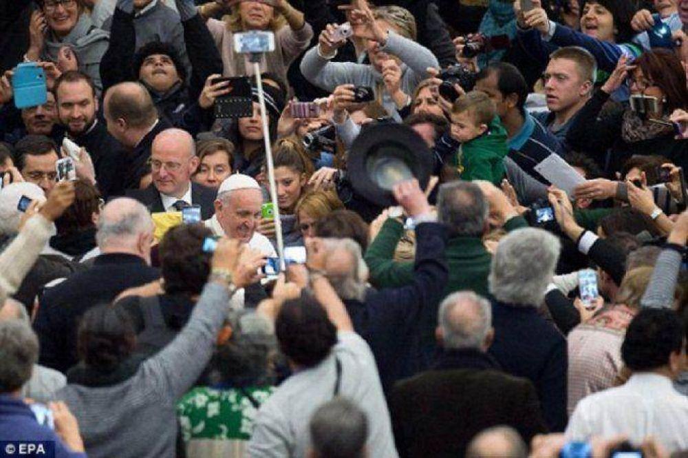 Los palitos para selfies, prohibidos en la visita del Papa a Estados Unidos