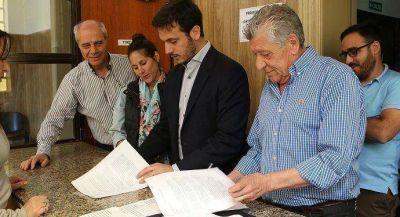 JULI�N �LVAREZ PRESENT� UN PROYECTO DE ORDENANZA PARA REEMPLAZAR LAS PINTADAS POL�TICAS POR MURALES CULTURALES