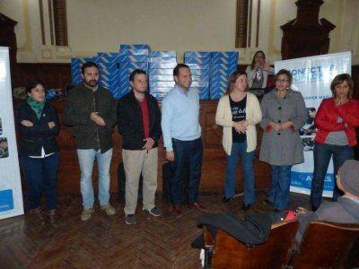 Celasco entregó netbooks en el Colegio Nacional