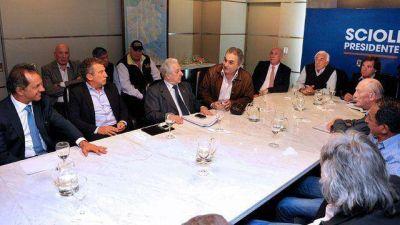 Junto a Urribarri, Scioli prometió crear un ministerio a transportistas