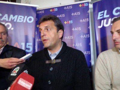 """Massa visitó la ciudad y exhortó a """"reactivar el sector agroindustrial"""""""