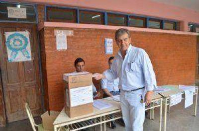 El intendente de Castelli destacó la concurrencia de electores pese a la lluvia