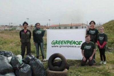 """Greenpeace participó de la campaña """"A Limpiar el Mundo"""" en la Reserva del Puerto"""