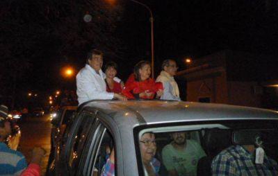 Gerardo Cipolini y Carim Peche encabezaron la caravana del triunfo en Sáenz Peña