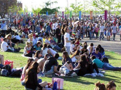 Se esperan a más de 100 mil jóvenes en la costa central para celebrar el Día de la Primavera